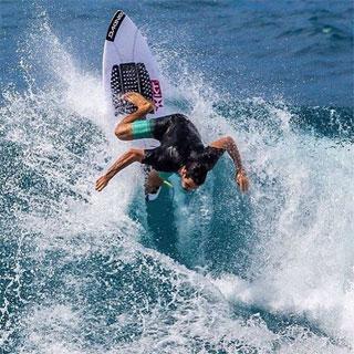 Dakine Surfing